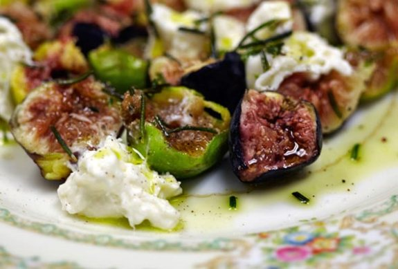 figs-burrata-cheese